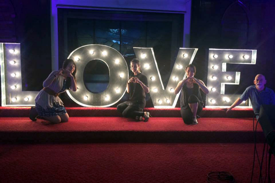love-sign-church-worship team2